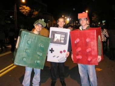 Game-Boy-and-Beer-Pong-Halloween-Costumes-600x450